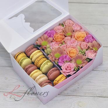 Коробки с цветами и макарунами - Bloom box - букеты в СПб