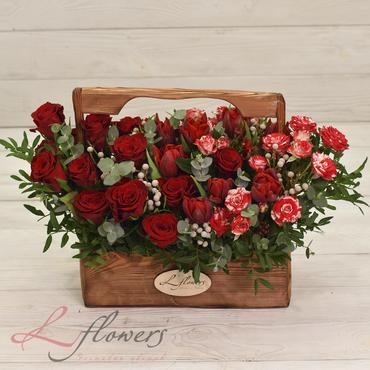 Цветы в ящиках - Wood box Ferrari - букеты в СПб