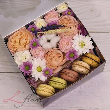 Flower boxes with macarons - Midnight box - букеты в СПб