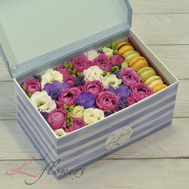 Коробки с цветами и макарунами - Bubble box - букеты в СПб