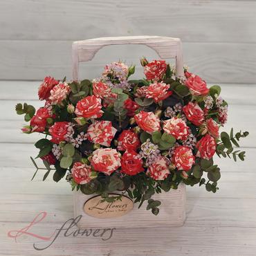 Цветы в ящиках - Wood box Рафаэль - букеты в СПб