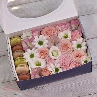 Коробки с цветами и макарунами - Snow White box - букеты в СПб