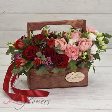 Цветы в ящиках - Wood box Alfa Romeo - букеты в СПб