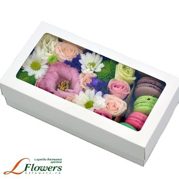 Коробки с цветами и макарунами - Petite box - букеты в СПб