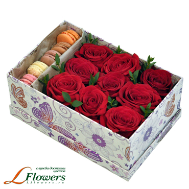 Flower boxes with macarons - Red box - букеты в СПб